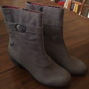 Off The Beaten Track Heeled Boots